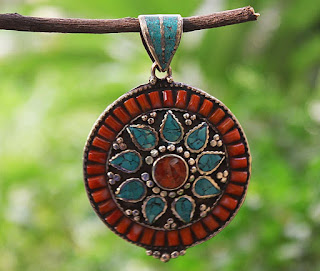 An elegant piece of pendant-Ethnic Woman's Day-Online Shopping Store India-NP_PE000103_MTL_large3