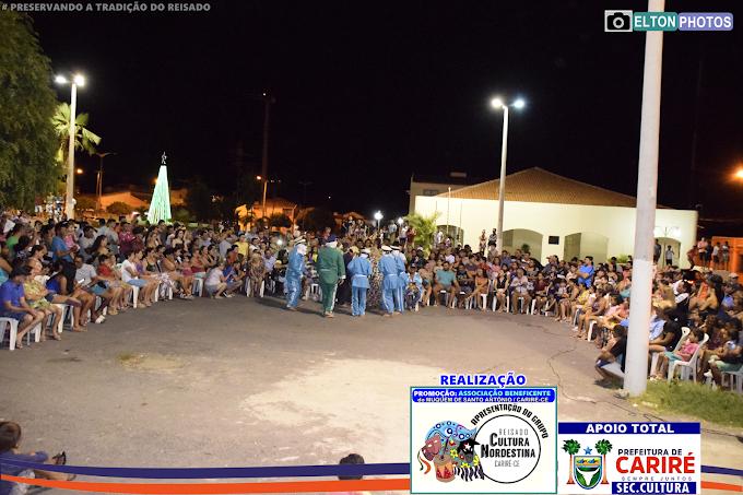 Preservando a tradição, o grupo 'Reisado Cultura Nordestina' esteve realizando apresentações no município de Cariré,CE