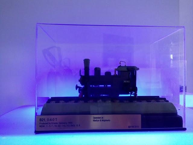 miniatur-kereta-api