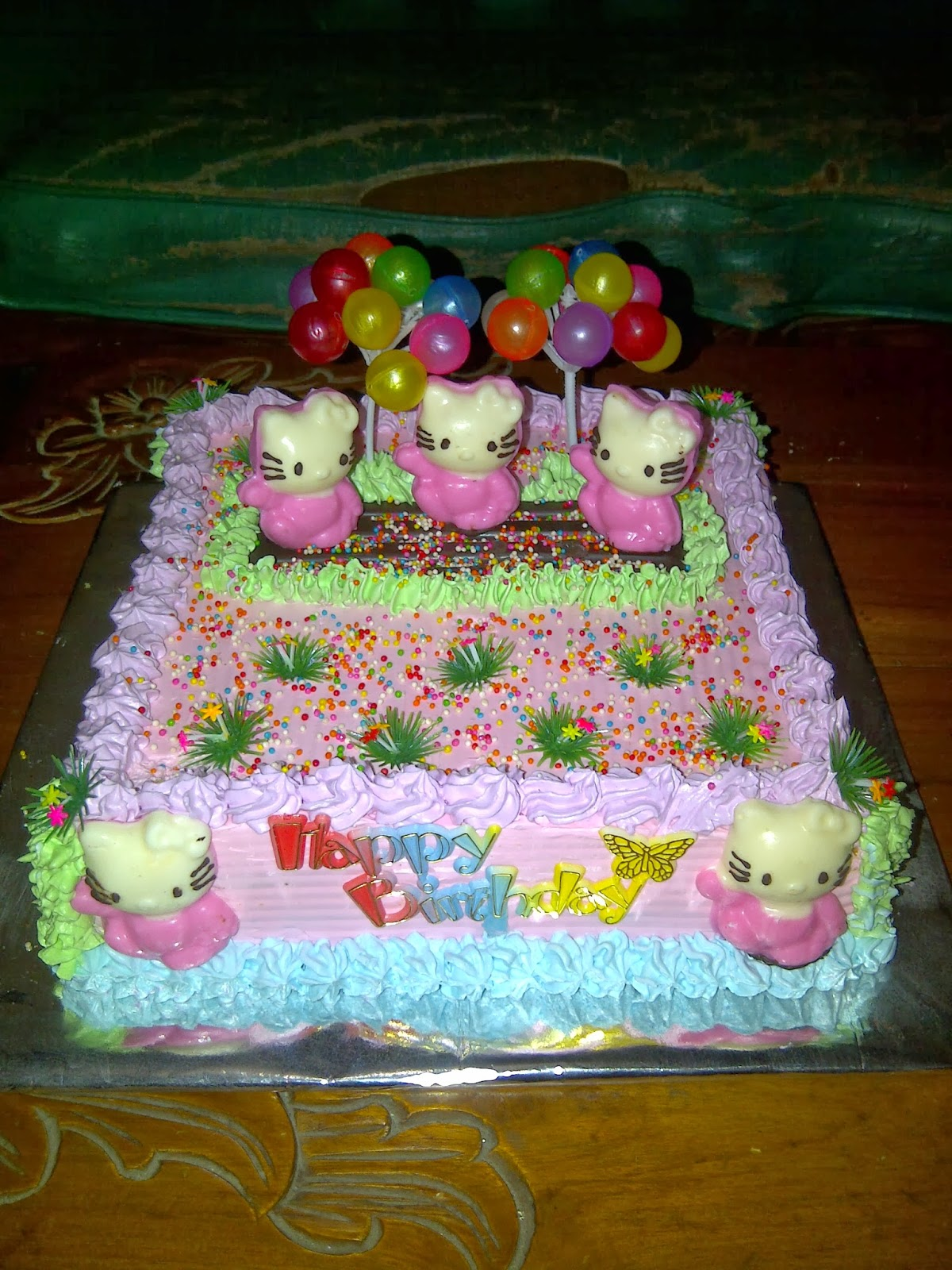 SAGITARIUS CAKE SHOP: KUE ULANG TAHUN HELLO KITTY