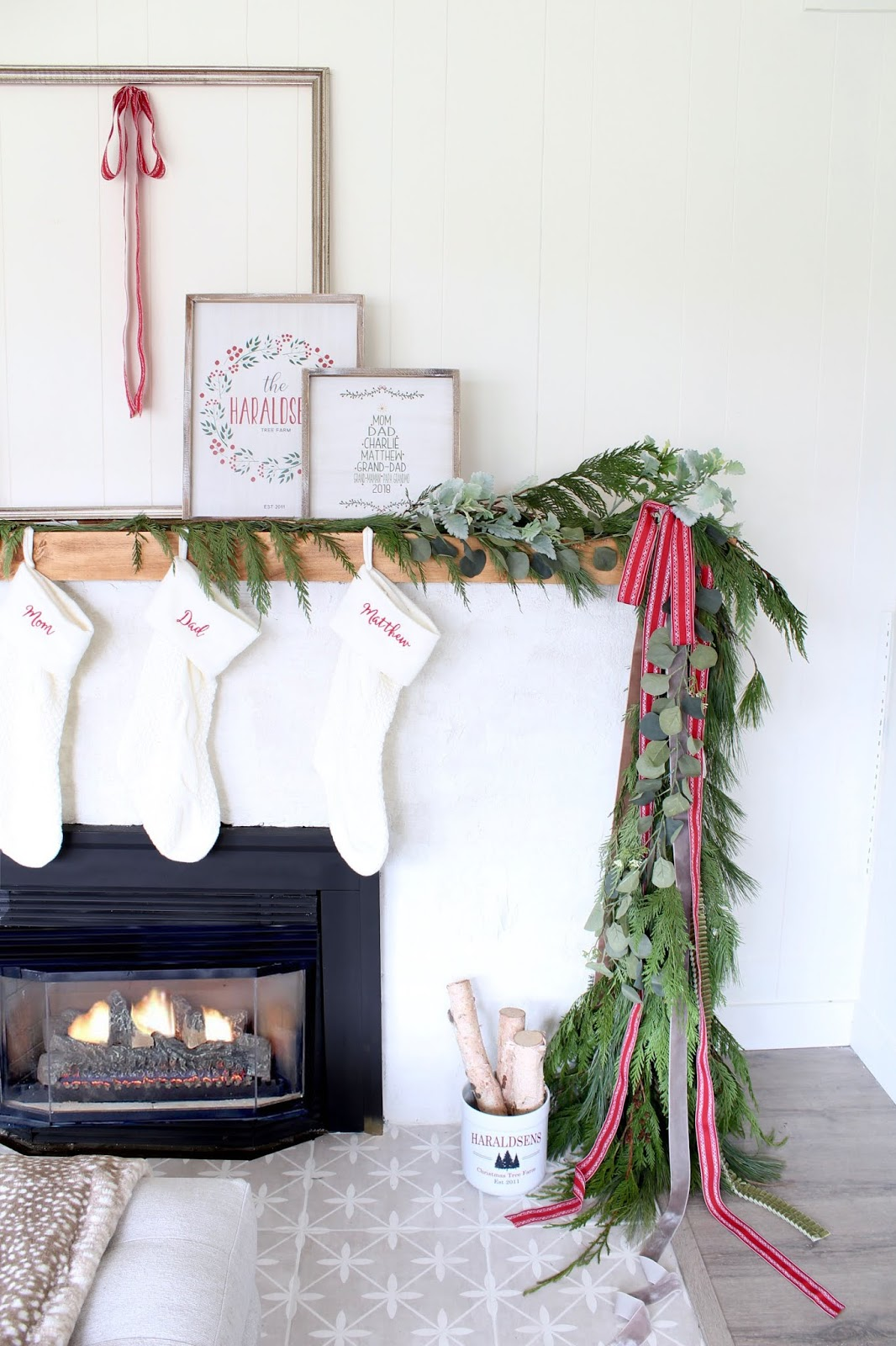 Modern-Holiday-Mantel-ideas-harlow-and-thistle-5