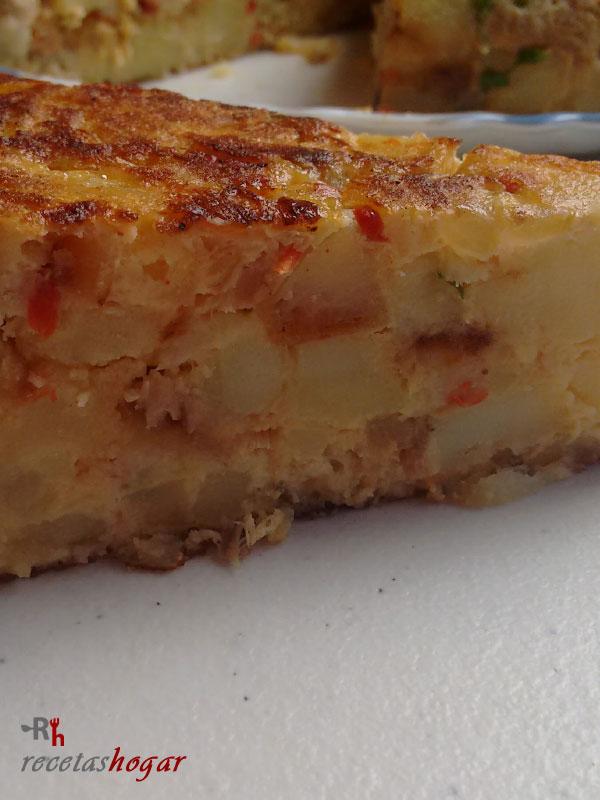 Tortilla española con pimiento y atún fácil