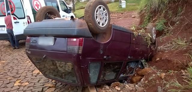 Roncador: Motorista perde o controle e capota na Rua Paranaguá