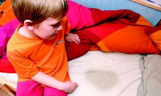 لا تضربي طفلك بسبب تبوله في الفراش