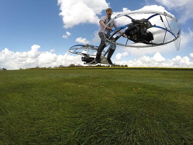 Lelaki Britain Cipta 'Motorsikal Terbang'