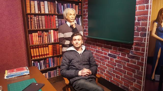Harun İstenci Eskişehir'de Yılmaz Büyükerşen Balmumu Müzesinde Albert Einstein ile birlikte...