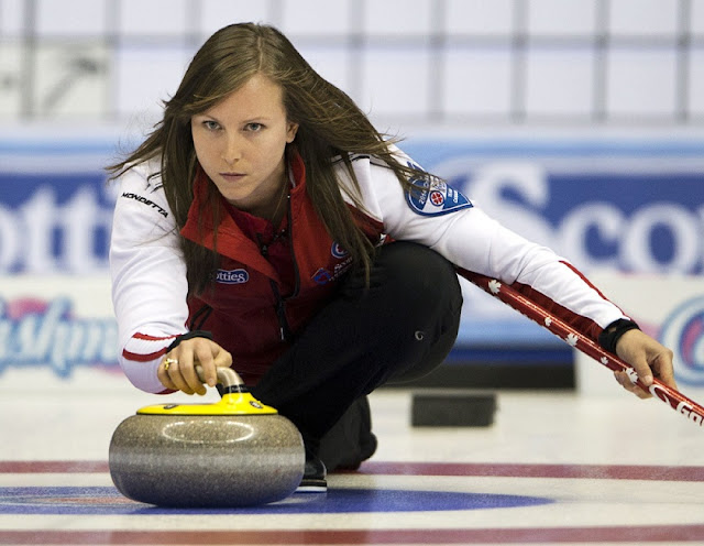 Canada's Rachel Homan has won gold at the world women's curling championship.