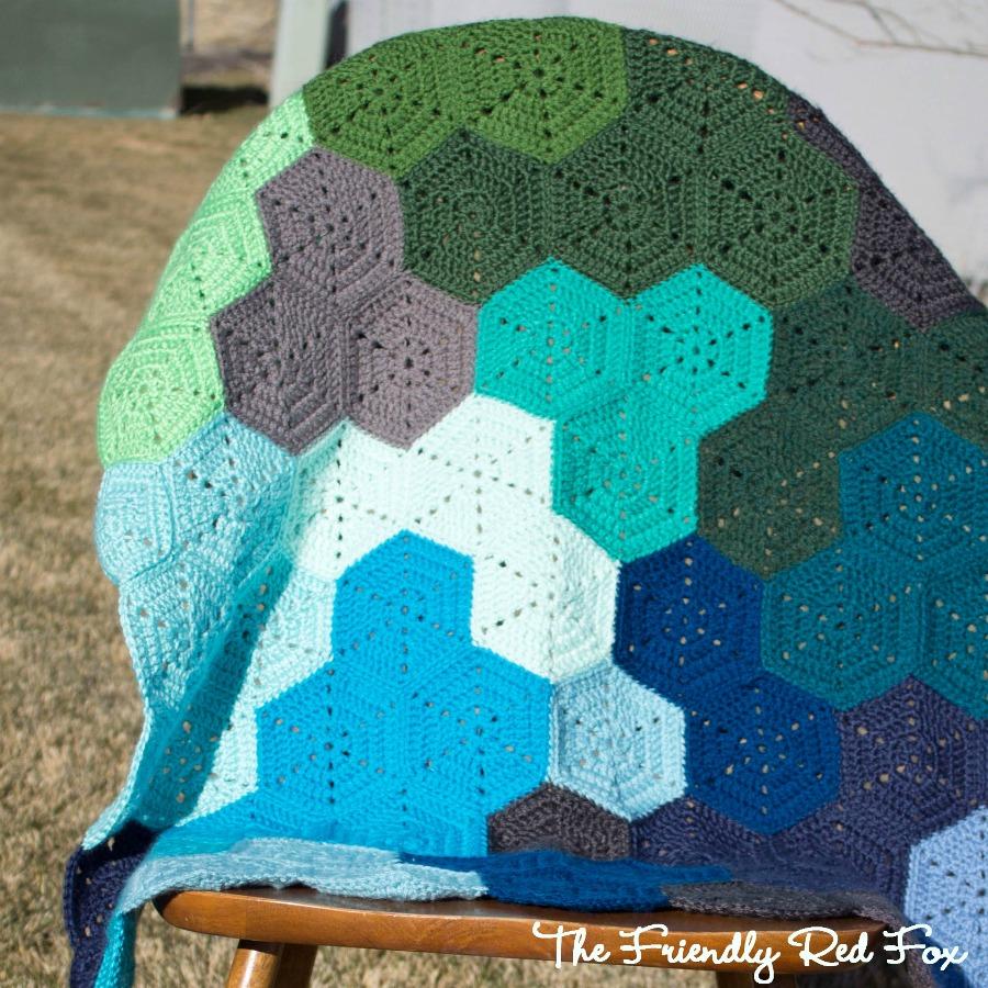 Crochet Hexagon Blanket Pattern and Tutorial - thefriendlyredfox.com