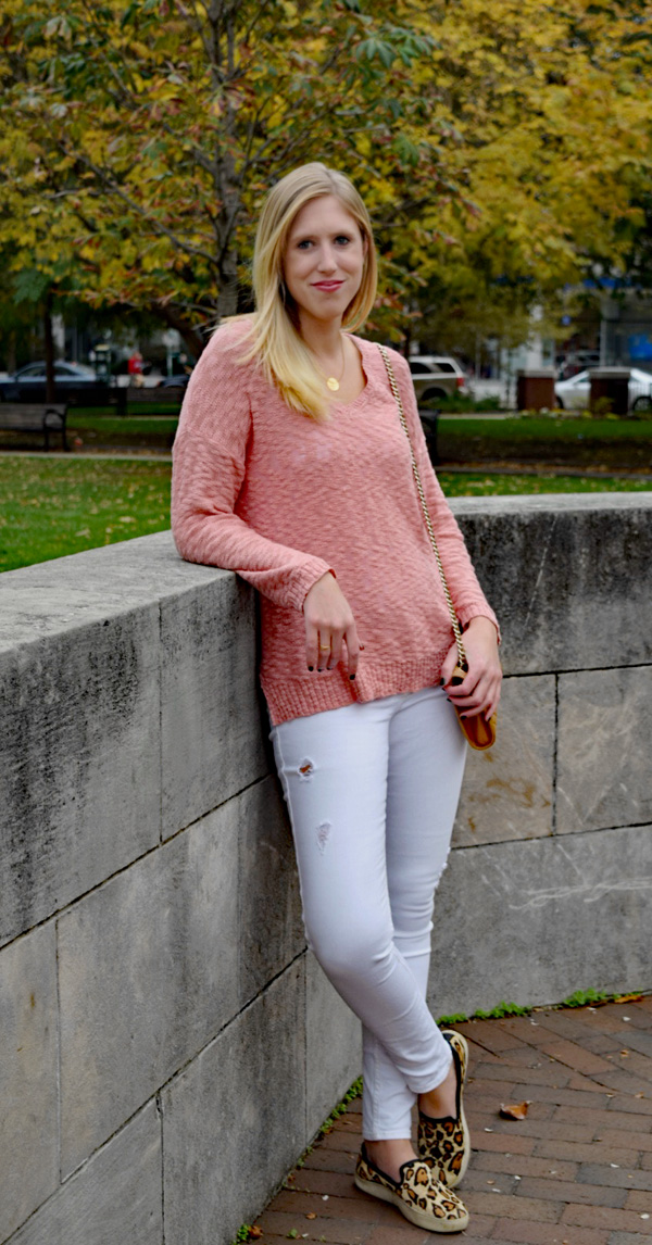 white_jeans_pink_sweater