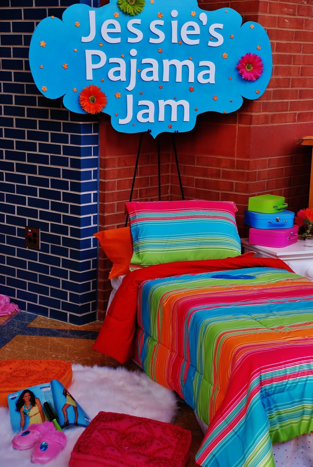 setting the mood jessie 39 s pajama jam. Black Bedroom Furniture Sets. Home Design Ideas