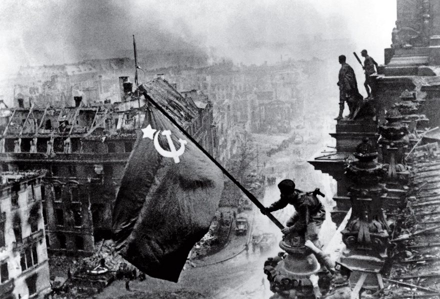 #32 Raising A Flag Over The Reichstag, Yevgeny Khaldei, 1945 - Top 100 Of The Most Influential Photos Of All Time