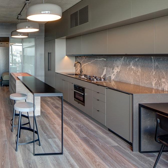 Cuando los revestimientos definen un estilo cocinas con for Revestimiento pared cocina
