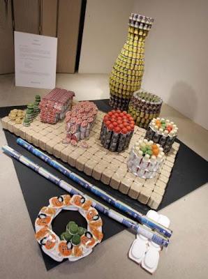 proyecto de reciclaje de escultura con latas de aluminio