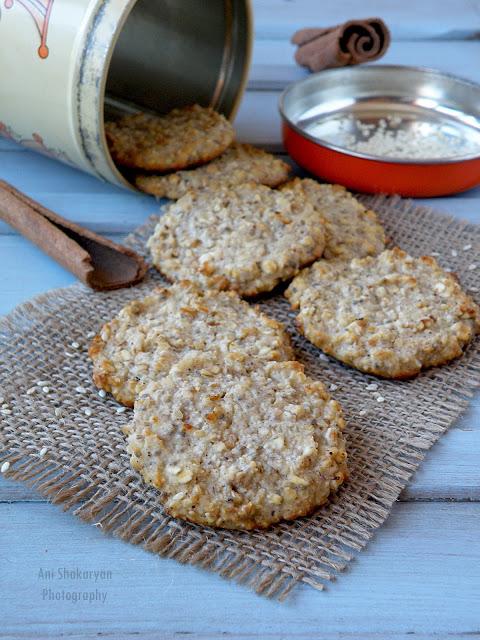 Бисквити с извара и овесени ядки