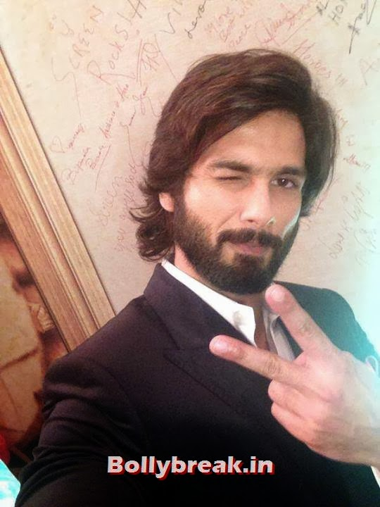 Shahid Kapoor, Bollywood Celebs Selfies from Star Screen Awards - Actresses & Actors