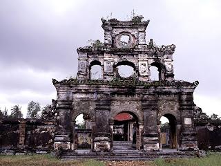 Tumba Imperial del Emperador Duc Duc en Hue - Vietnam