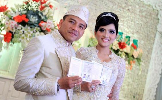 Contoh FotoFoto Pernikahan Artis  Album Wedding