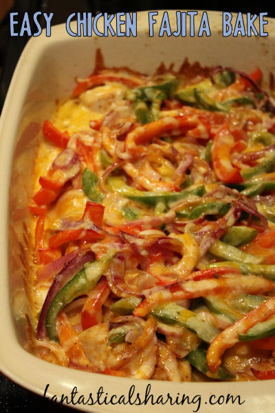 Easy Chicken Fajita Bake // Simple ingredients are put together in a casserole dish and baked in the oven to make really fantastic chicken fajitas. It's SO easy!! #recipe