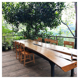 meja makan outdoor villa maria dago village