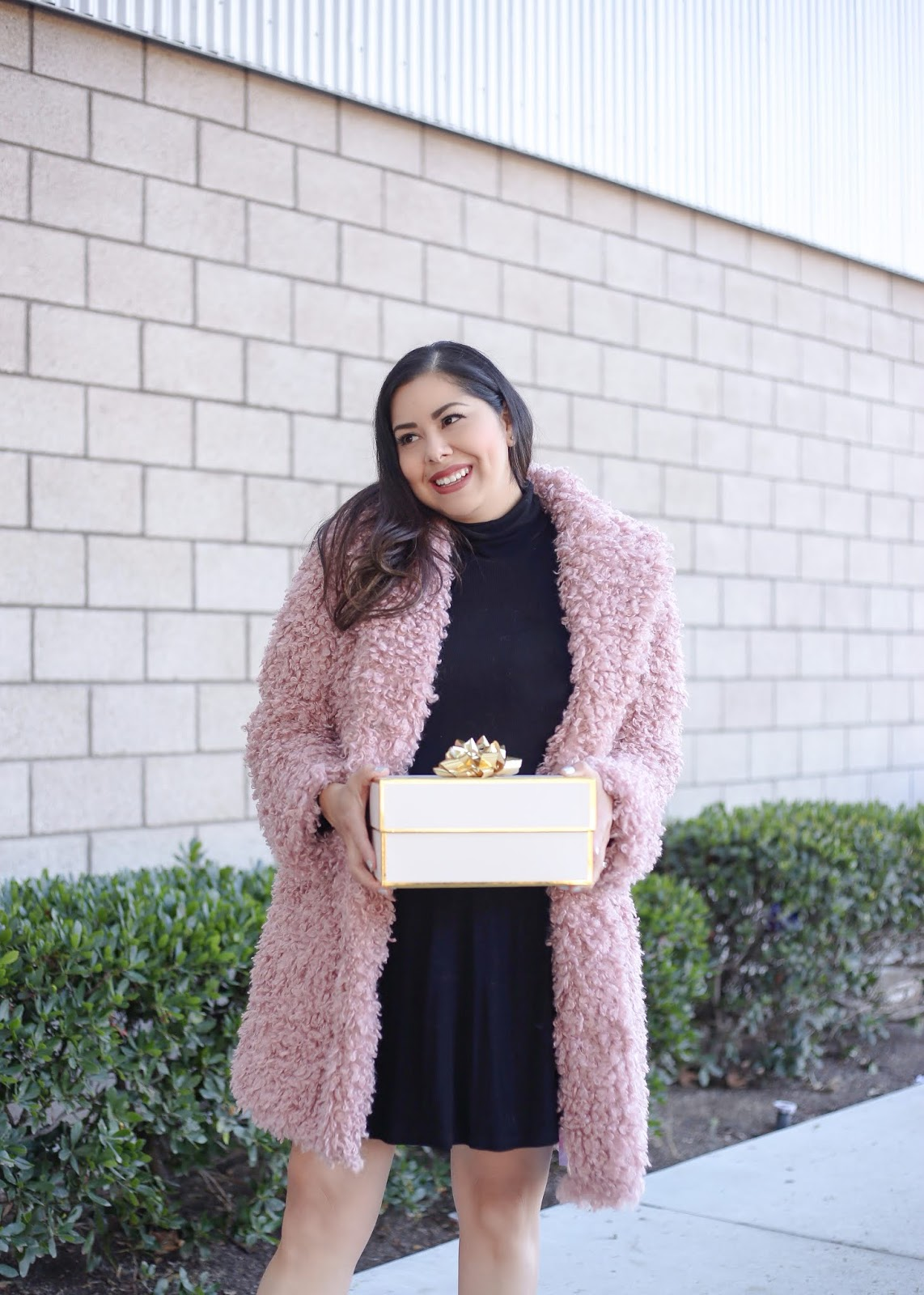 what to wear this holiday season teddy bear coat, chicwish pink teddy coat
