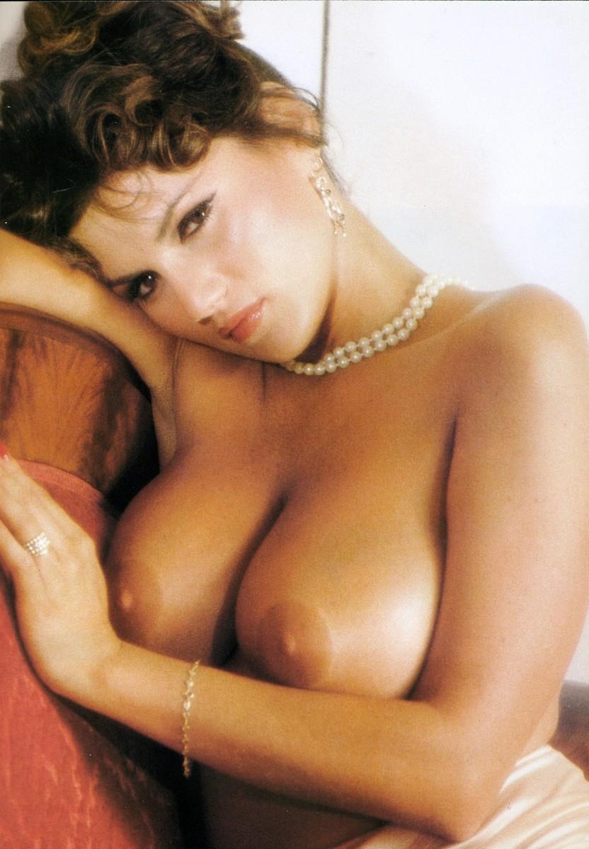 Видеоролики итальянские эротика трахают троем