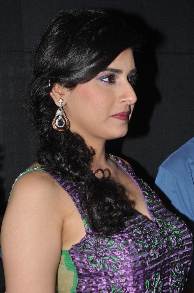 Archana Veda Very Hot Walking At Fashion Show Ramp ❤