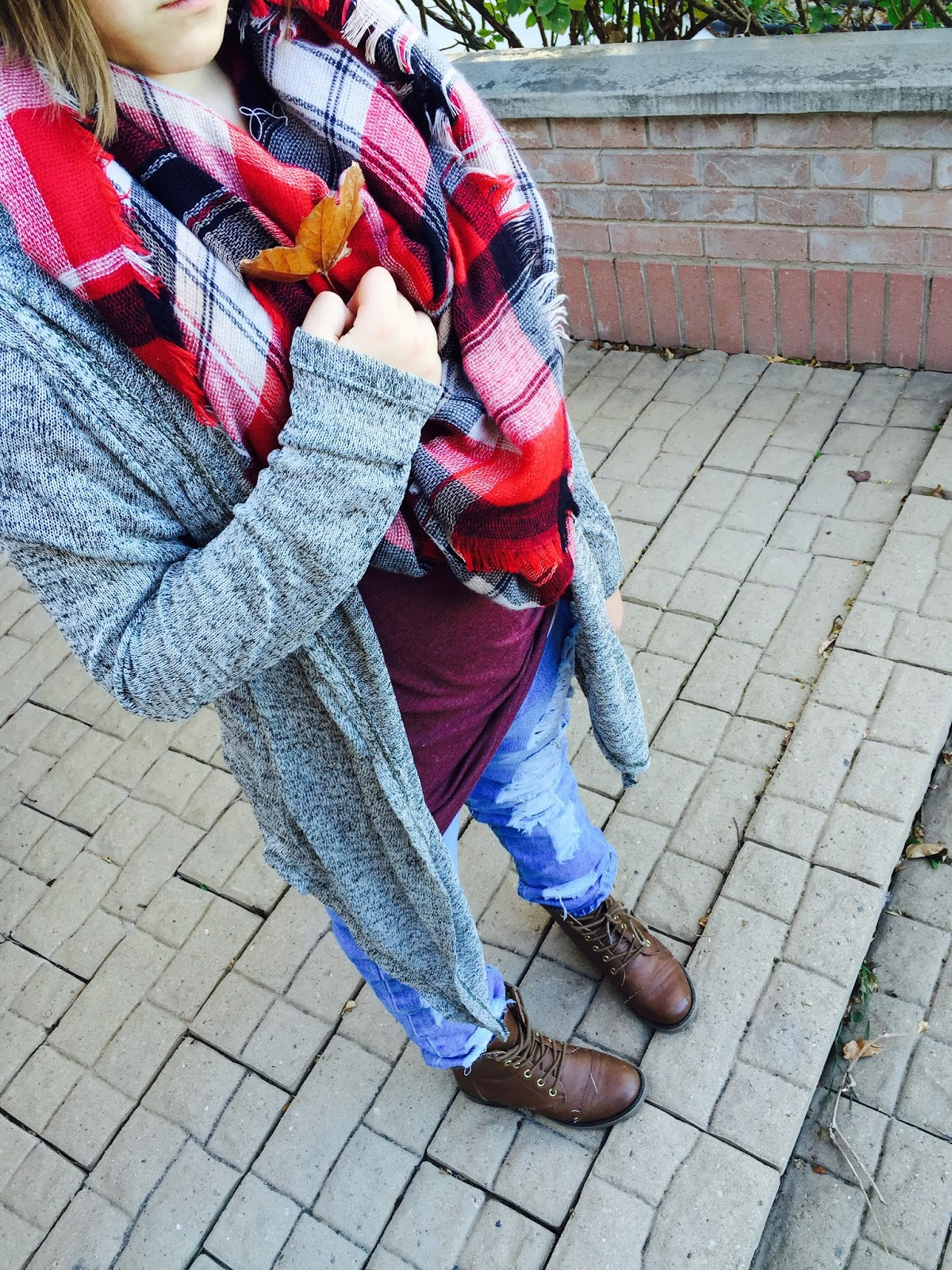 fall outfit, how to style cardigans, pretty, how to style boyfriend destroyed jeans,