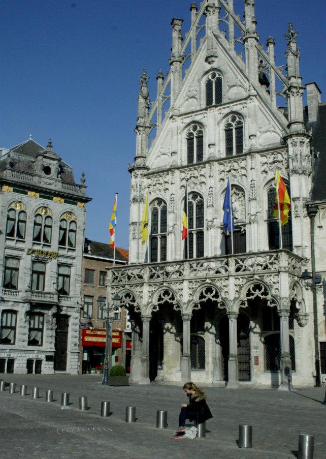 Creative travel guide: Mechelen, Belgium | Happy in Red