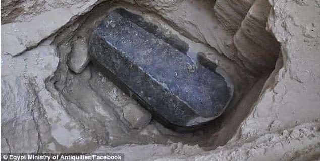 Βρέθηκε Γρανιτένια Σαρκοφάγος Γεμάτη Μυστήριο στην Αλεξάνδρεια