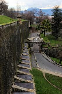 El Portal de Francia o de Zumalacárregui, y su segundo portón exterior