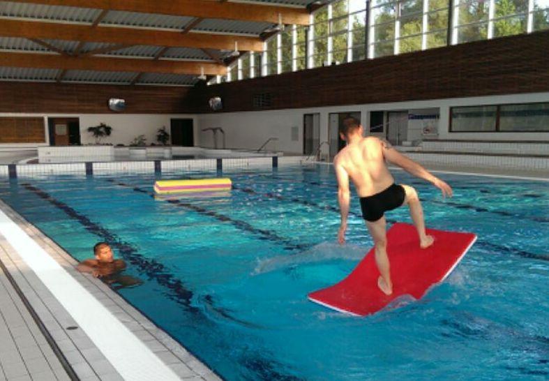 Gr gory capra entra nement la piscine avec les pompiers - Entrainement piscine pour maigrir ...