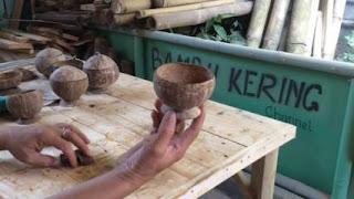 Gelas dari Batok kelapa