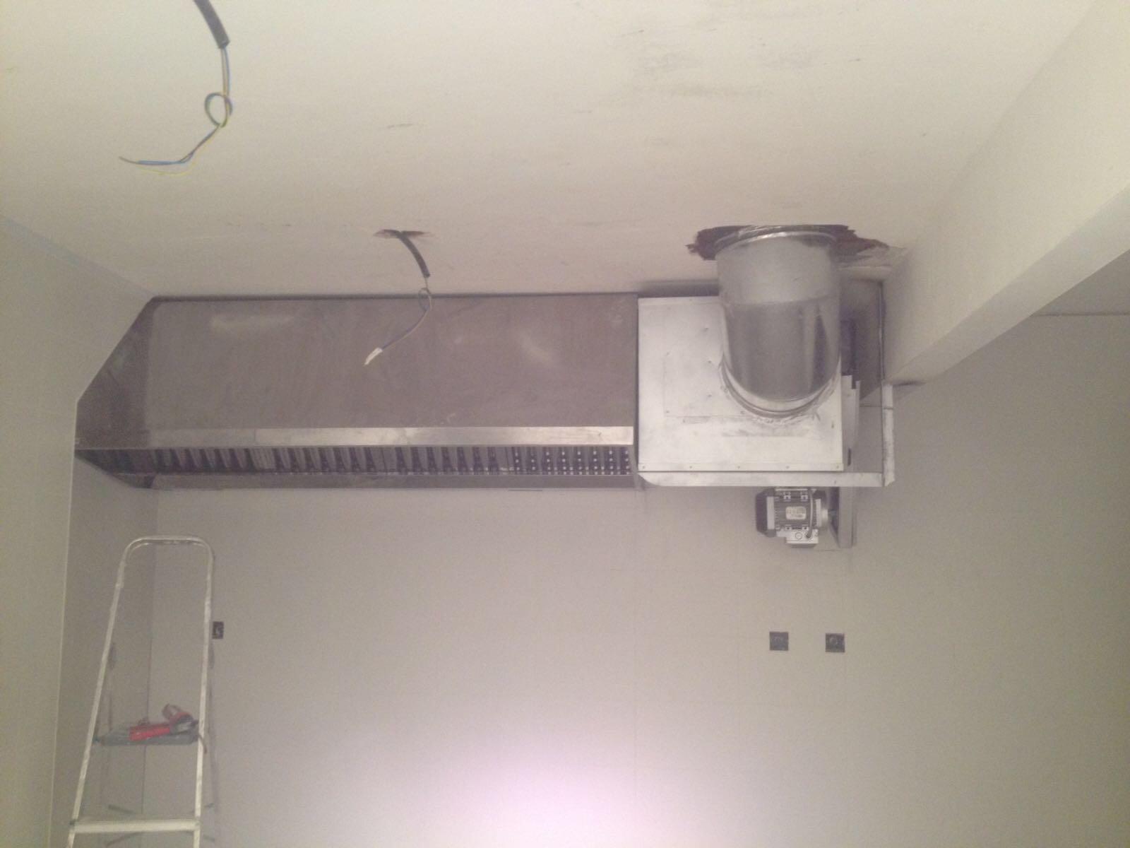 Extractor y conductos ventilaci n de naves y locales en madrid for Extractor cocina industrial