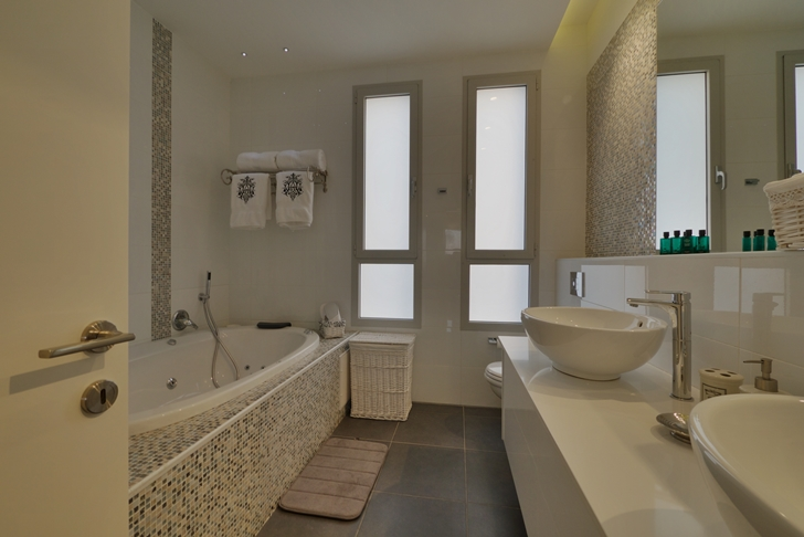 Bathroom in penthouse apartment in the desert