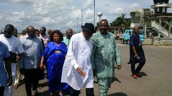 Photos: Former President Jonathan and wife, Patience spotted at Port Harcourt Airport