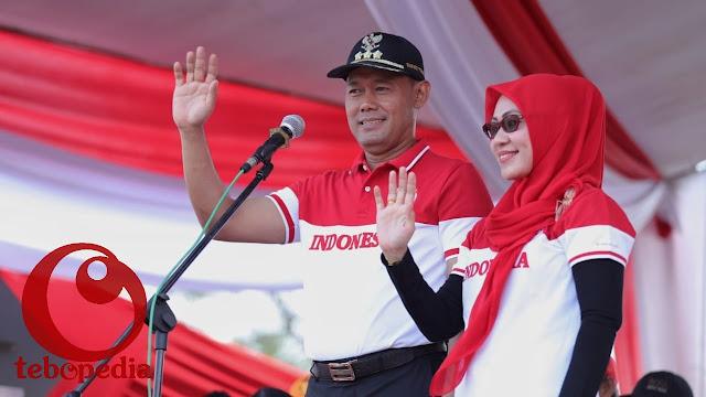 Sukandar-Syahlan Sapa Peserta Pawai HUT RI Ke 73
