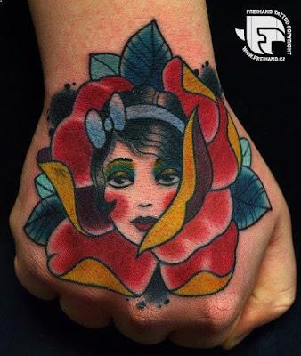 gambar tato bunga berwarna