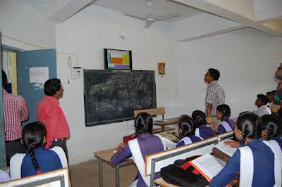 कलेक्टर ने किया स्कूलों का दौरा कहा शिक्षा के साथ सिखाये अनुशासन