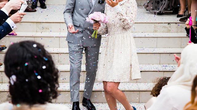 Un estadounidense es arrestado en su propia boda por acosar a una mesera menor de edad