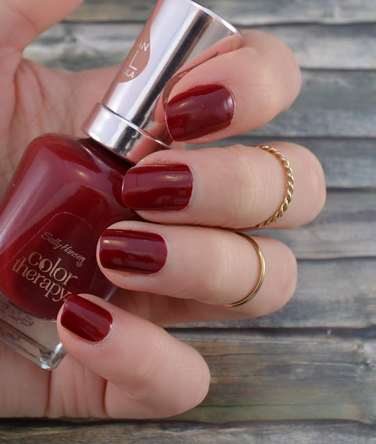 Sally Hansen color therapy Nagellack Unwine'd Tragefoto