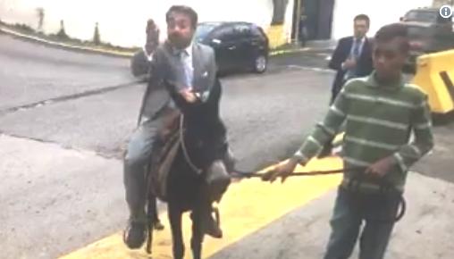 Candidato Rafael Lacava llegando en su nueva