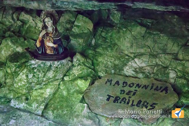 Madonnina sotto un masso errsatico scendendo a Pian Cujaga