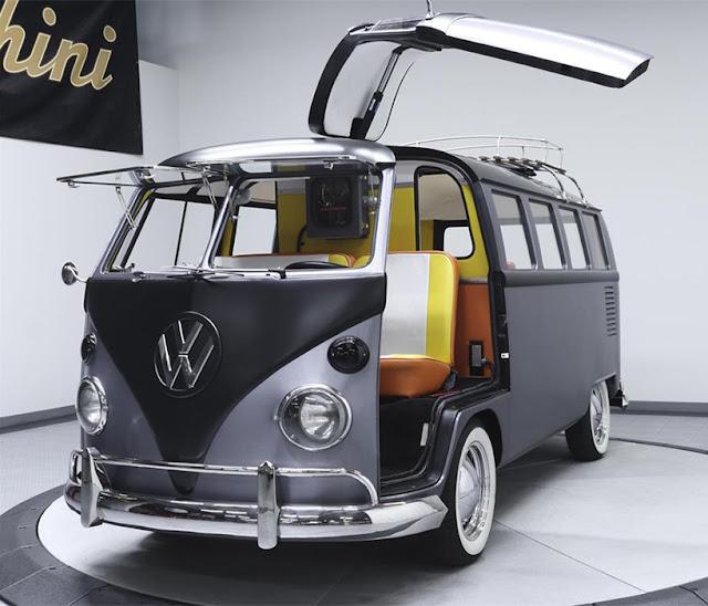 Van-VolksWagen-estilo-DeLorean-homenaje-Marty-Mcfly-Doctor-Brown