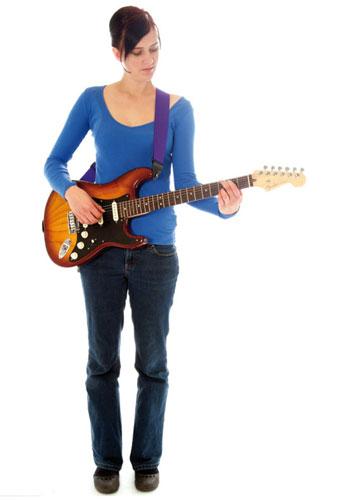 Tư thế đứng chơi đàn guitar