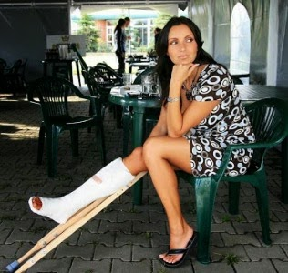 leg cast crutches