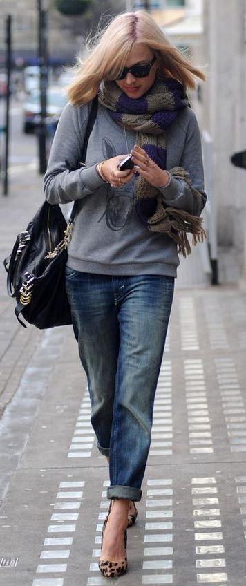 trendy outfit : scarf + printed sweatshirt + bag + boyfriend + heels