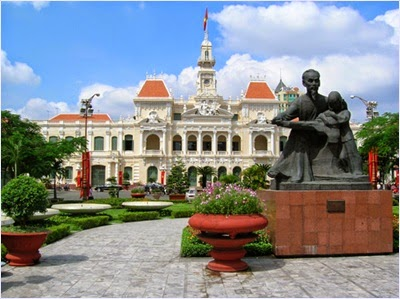 จัตุรัสโฮจิมินห์ (Ho Chi Minh Square)