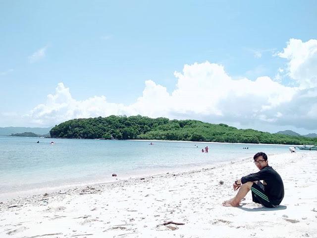 Pantai pasir putih di Gili Nanggu Lombok, sumber ig @abycal8