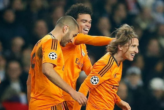 Luka Modrić is congratulated by Real Madrid teammates after scoring a goal against FC Copenhagen
