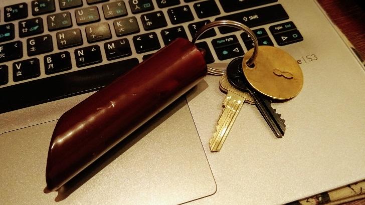 荷蘭 Delft 的旅館鑰匙上掛著一塊金屬